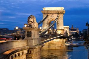 uj-Budapest Chain Bridge